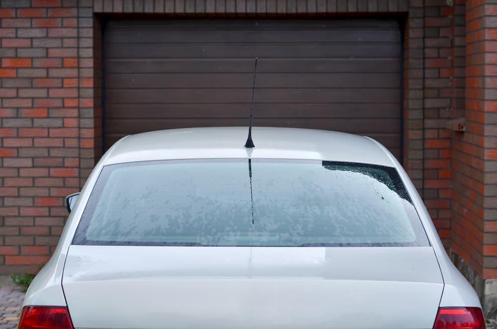 Bei einem breiten Auto wird es in der Garage schnell eng © kyrychukvitaliy, stock.adobe.com