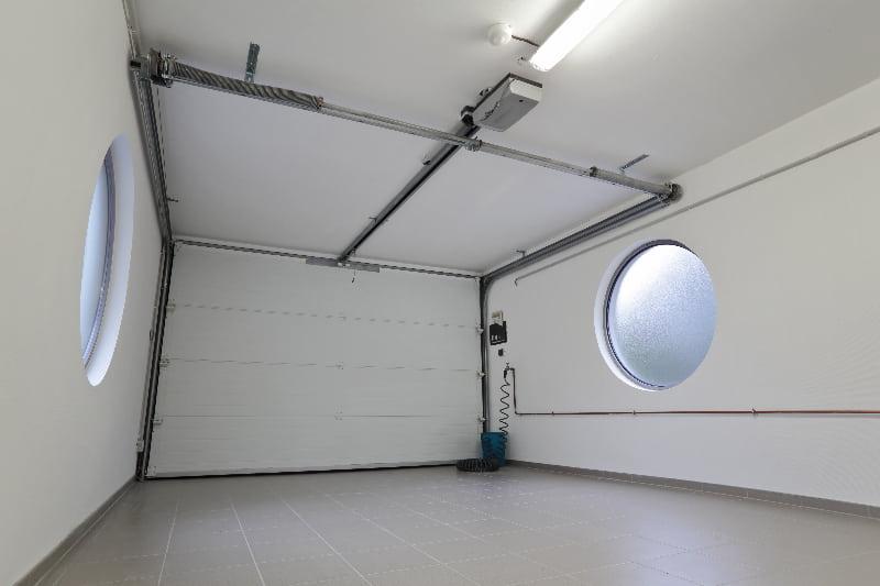 Garage Innenraum © mariesacha, stock.adobe.com