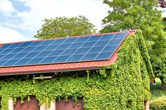 Garage mit Solaranlage © reimax16, fotolia.com