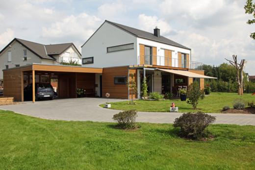 Haus mit Doppelcarport © stefanfister, fotolia.com