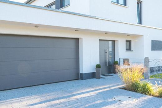Haus mit Garage © schulzfoto, fotolia.com