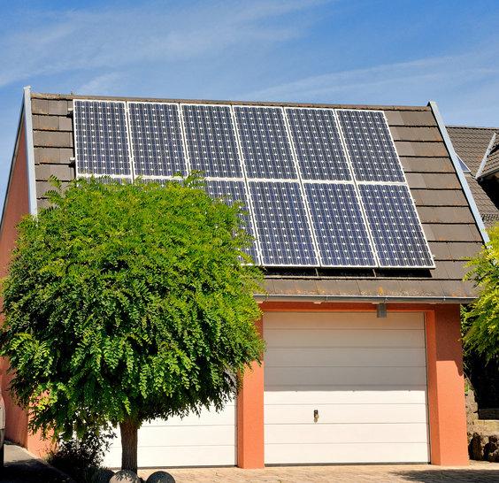 Solaranlage auf Garagendach © reimax16, fotolia.com